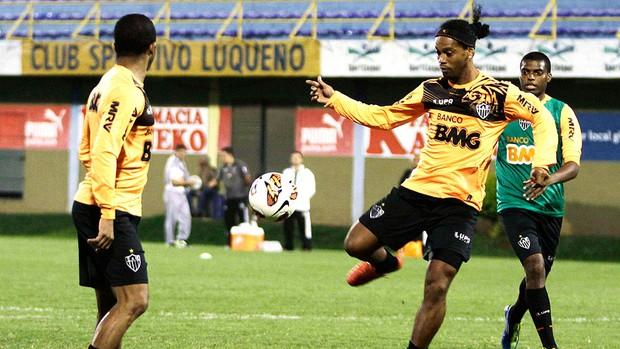 Ronaldinho Gaúcho treino Atlético-MG Paraguai final Libertadores (Foto: Reuters)
