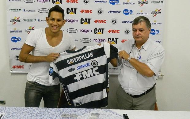 Anderson Lessa, atacante do XV de Piracicaba, e Renato Bonfiglio, diretor de futebol (Foto: Guto Marchiori)