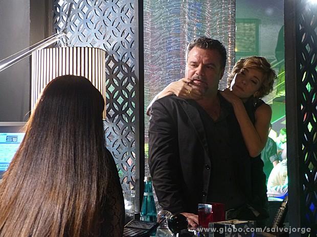 Russo faz mistério sobre o que pretende fazer no encontro com Morena (Foto: Salve Jorge/TV Globo)