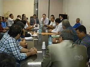 Representantes das categorias de transporte de Palmas se reúnem para decidir execução de decreto da prefeitura de Palmas (Foto: Reprodução/TV Anhanguera)