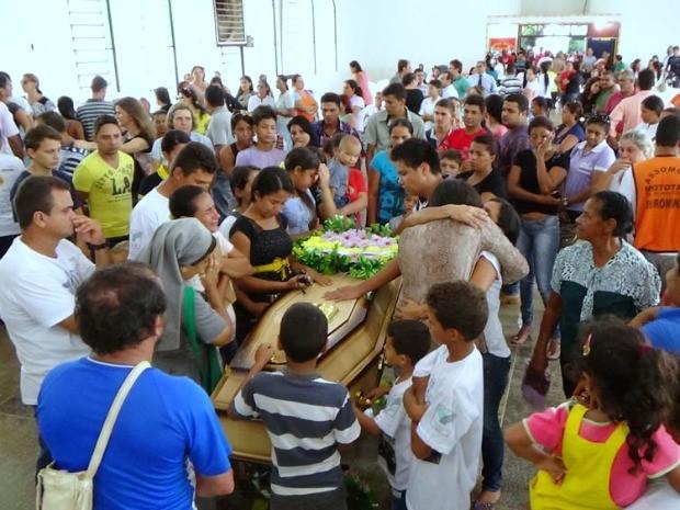 Cerca de 700 pessoas participaram de velório em Apuí (Foto: Ivanir Valentim/TV Amazonas)