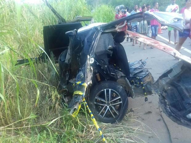 Acidente deixou quatro mortos na BR-101 (Foto: Divulgação / Polícia Rodoviária Federal )