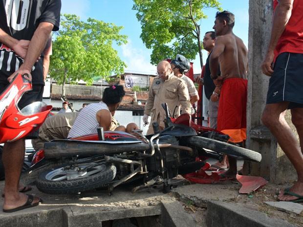 Cozinheira ferida no acidente foi atendida pelo Samu e levada para o Trauma (Foto: Walter Paparazzo/G1)