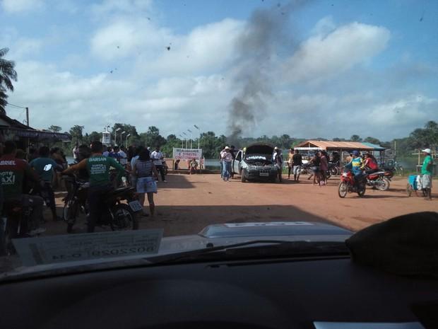 Acessos a balsas é interditado na rodovia PA-252, em Acará (Foto: Divulgação/PRE)