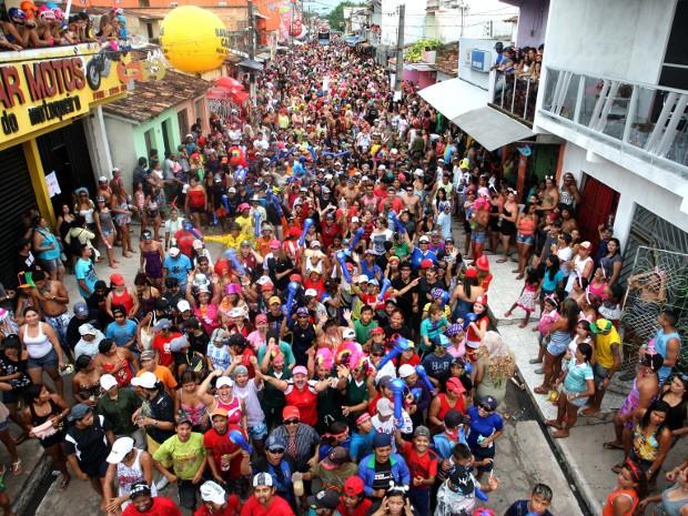 Foliões lotam as ruas de Vigia durante os 5 dias de festa, como mostra esta foto do carnaval 2012. (Foto: Igor Mota/Amazônia Jornal)