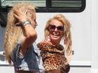 Britney Spears exibe barriguinha saliente em gravação de clipe