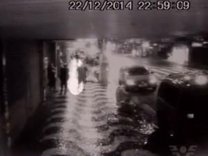 Empresário é baleado na cabeça após sair da própria clínica em Santos (Foto: Reprodução / TV Tribuna)