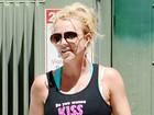 Britney Spears usa blusa com frase provocativa: 'Você quer beijar?'
