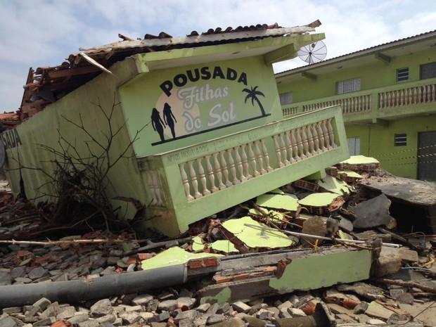 Pousada foi 'levantada' pela água do mar em Ilha Comprida, SP (Foto: Rodrigo Luiz/Arquivo Pessoal)