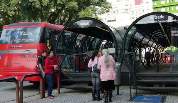 Bom Dia Paraná Greve ônibus (Foto: Adriana Justi / G1)