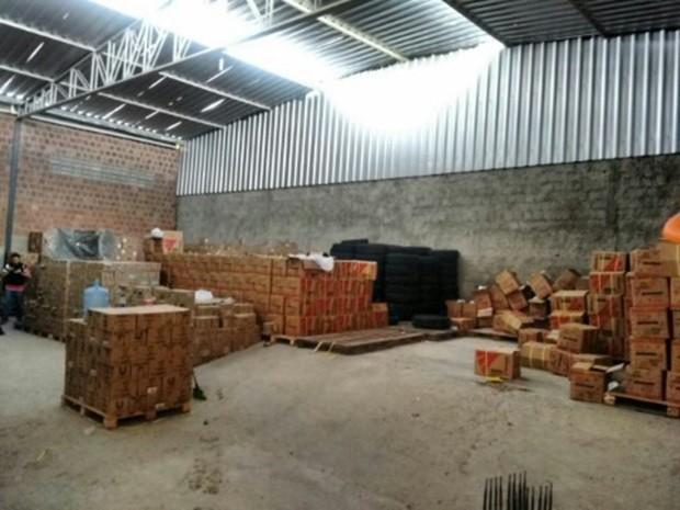 Produtos roubados foram encontrados em galpão de Caruaru (Foto: Divulgação/PRF)