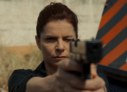 Elisa aponta arma para Vicente; veja em teaser exclusivo!