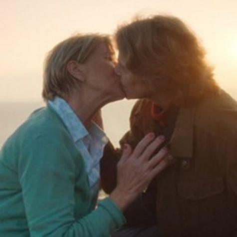 Beijo gay em cena de Broadchurch (Foto: Reprodução)
