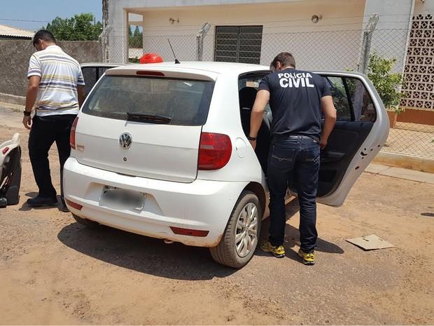 Adolescente sequestrada pela irmã foi colocada dentro de carro e agredida pelo tio (Foto: Assessoria/Polícia Civil de MT)
