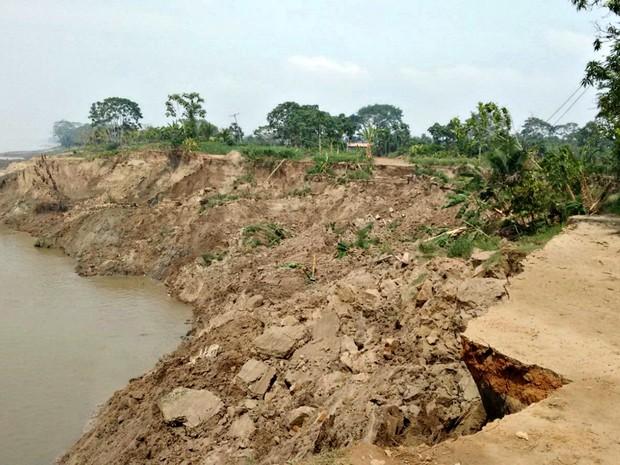 Desmoronamento de terra em Iranduba (Foto: Defesa Civil/Divulgação)