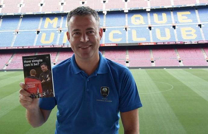 Raymond Verheijen livro Camp Nou (Foto: Divulgação/World Football Academy)
