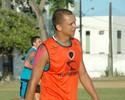 Atacante do Botafogo-PB comemora adversário do time na Copa do Brasil
