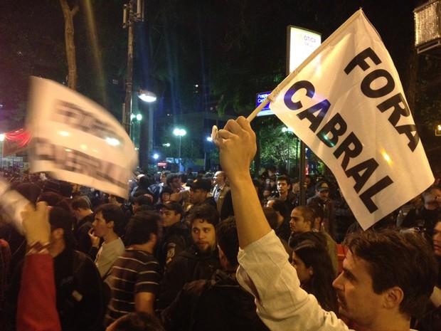 Movimento pela saída do governador Sérgio Cabral teve repercussão também em São Paulo, onde houve ato semelhante (Foto: Gabriel Barreira/G1)