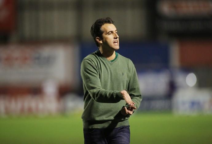Léo Condé, técnico do Sampaio Corrêa (Foto: Giuliano Gomes/PRPress)