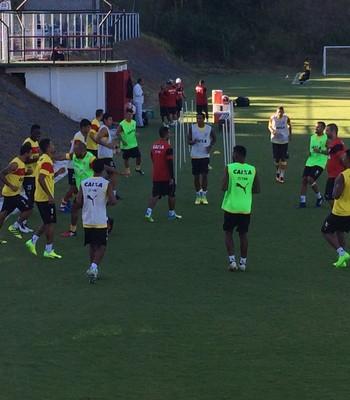 Elenco do Vitória treina na Toca do Leão (Foto: GloboEsporte.com)