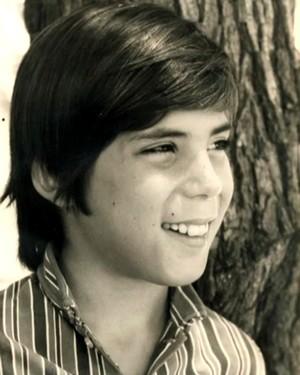 Arnaldo mostrou fotos da infância (Foto: Arquivo pessoal)