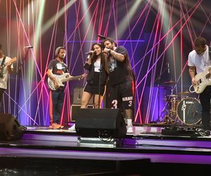 Anitta e Onze:20 ensaiam atual single da cantora
