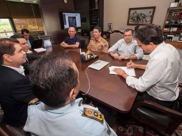 Governador anunciou envio de mensagem para equiparar salários de policiais e bombeiros (Foto: Divulgação)