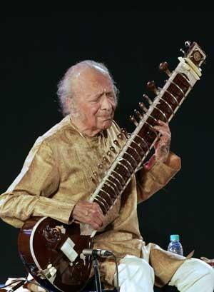 Ravi Shankar em foto de fevereiro de 2009 (Foto: AFP)