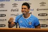 Versátil, Giuliano aposta em melhora do Grêmio e ainda pensa em Seleção