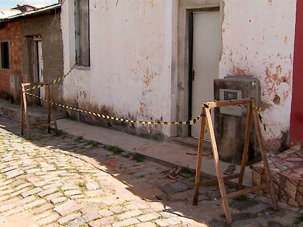 Telhado de casa na Vila Industrial, em Campinas, desaba e Defesa Civil interdita imóvel (Foto: Reprodução EPTV)