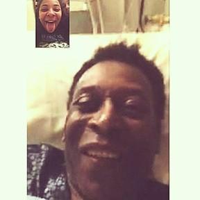 Do hospital, Pelé conversa com a filha Celeste pela internet (Foto: Instagram/ Reprodução)