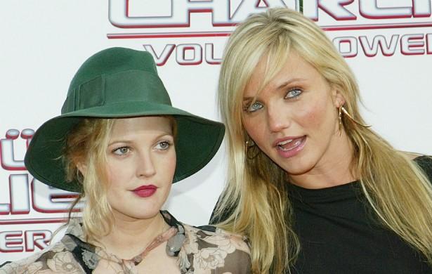 As atrizes Drew Barrymore (à esq.) e Cameron Diaz, estrelas de 'As Panteras' (2000), se conhecem tão bem que até adivinham pensamentos uma da outra. (Foto: Getty Images)