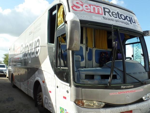 Ônibus da banda Sem Retoque apedrejado (Foto: Arquivo Pessoal)