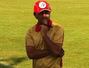 Luizinho Lopes, técnico do América-RN sub-17 (Foto: Tiago Menezes)