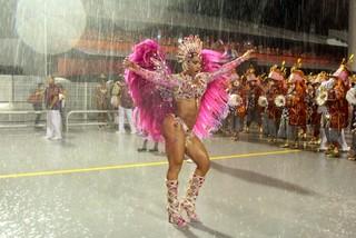 Gracyanne Barbosa na avenida (Foto: Orlando Oliveira /AgNews)