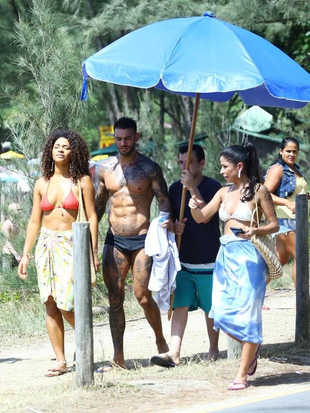 Lucas Lucco, Ana Lima e Juliana Alves (Foto: Agnews)