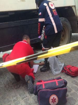 Vítim sofreu ferimentos graves em uma das pernas, diz polícia (Foto: Voz da Bahia / Sandy Santos)