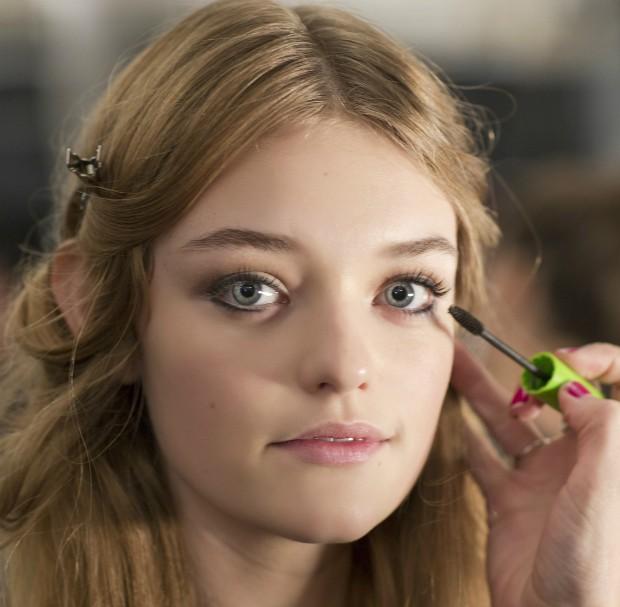 Saiba como dar um efeito de filtro no rosto com maquiagem (Foto: Imaxtree)