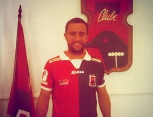 Alex Bruno anuncia permanência no Paraná Clube em 2013 (Foto: Reprodução / Instagram)
