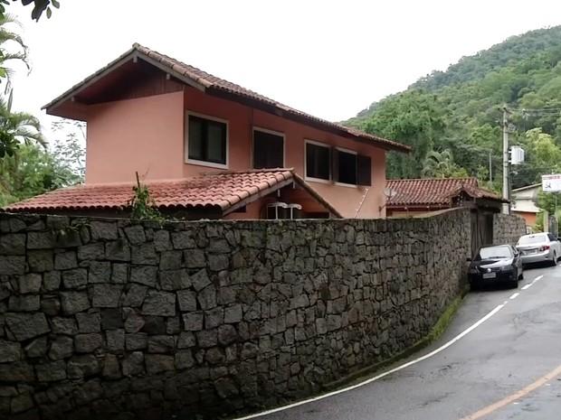 Parte do fundos casa de Eike Batista em Angra dos Reis, em fevereiro de 2015 (Foto: Reprodução/TV Rio Sul)