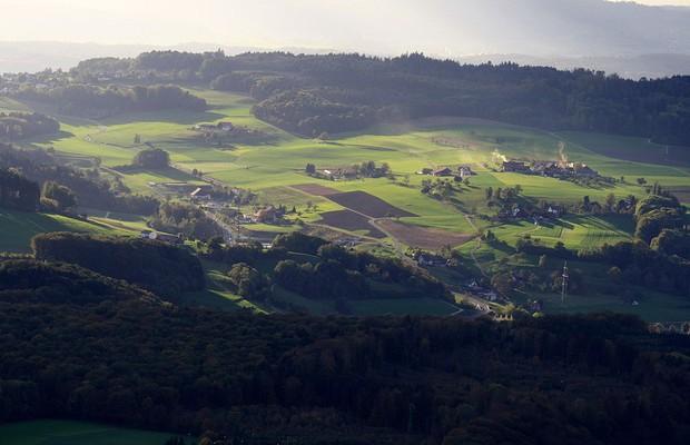 Oberwil-Lieli é uma comuna da Suíça, no Cantão Argóvia (foto), com pouco mais de 1,5 mil habitantes (Foto: Wikimedia Commons)