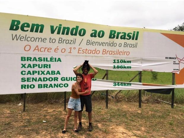 Casal já conheceu pontos turísticos de Rio Branco e experimentou comidas típicas (Foto: Quésia Melo/G1)