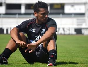 Wellington Bruno, meia da Ponte Preta (Foto: Murilo Borges / Globoesporte.com)