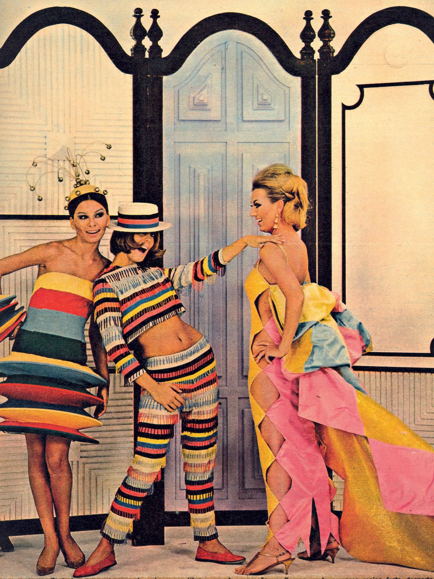 Mailú, Mila e Lilian com peças criadas por Alceu Penna para o desfile-show Rio 400 anos, em 1964 (Foto: Rhodia/ Divulgação)