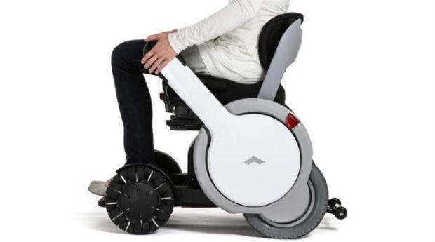 Cadeira elétrica desenvolvida no Japão pode percorrer até 20 quilômetros sem recarregar (Foto: Reprodução) height=345
