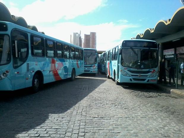 ônibus parados no teminal do papicu (Foto: Thiago Conrado/G1)