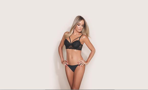 Ticiane Pinheiro posa com lingerie de marca que leva o nome dela (Foto: Danilo Borges/Divulgação)
