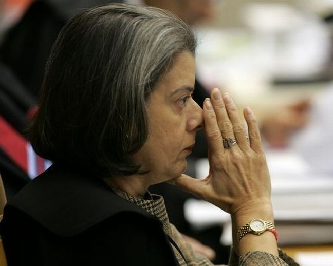 Ministra Carmen Lúcia na sessão extraordinária de 25/11/2015 (Foto: André Dusek / Agência Estado)