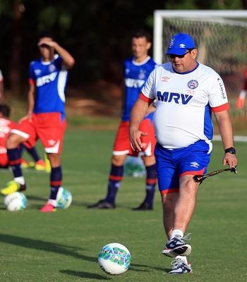 Guto Ferreira técnico do Bahia em treino no Fazendão (Foto: Felipe Oliveira / Divulgação / E.C. Bahia)