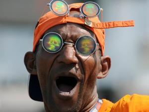 Homem mostra estilo com óculos de caveira no 5º dia de Rock in Rio (Foto: Alexandre Durão/G1)